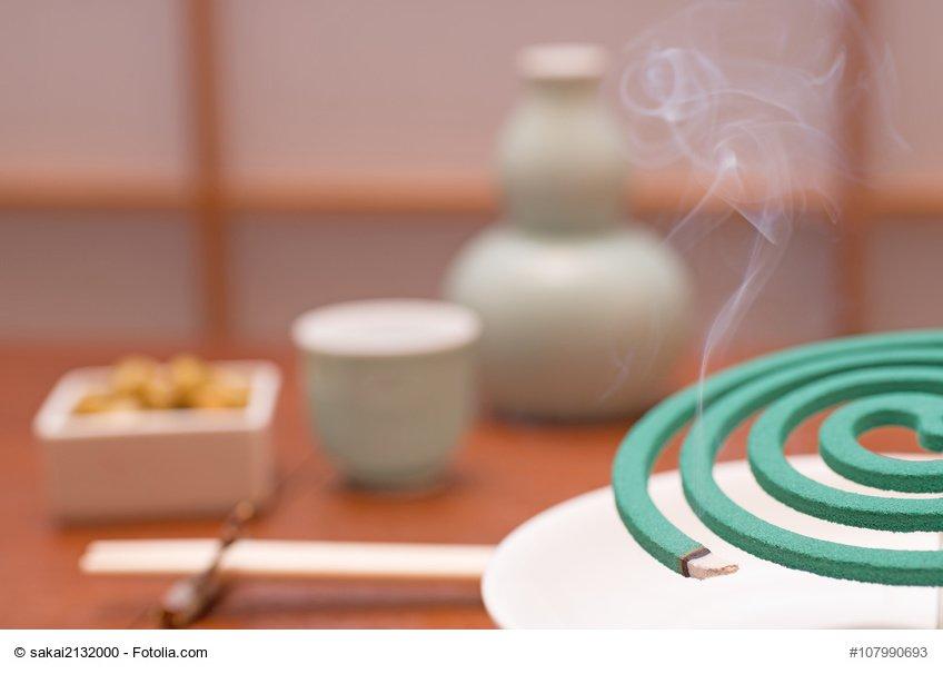 蚊取り線香と日本酒